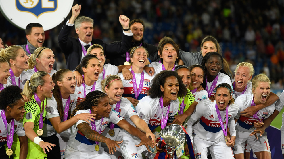 CARDIFF, WALES - JUNE 01:  Olympic Lyon celebrate with the trophy after the UEFA Women's Champions League Final between Lyon and Paris Saint Germain at Cardiff City Stadium  on June 1, 2017 in Cardiff, Wales.  (Photo by Stu Forster/Getty Images)