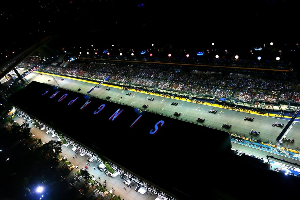 SINGAPORE - SEPTEMBER 20:  The drivers start the parade lap before the Formula One Grand Prix of Singapore at Marina Bay Street Circuit on September 20, 2015 in Singapore.  (Photo by Dan Istitene/Getty Images)